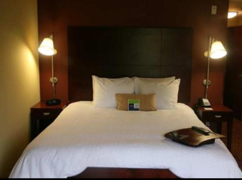 A bed or beds in a room at Hampton Inn Alexander City
