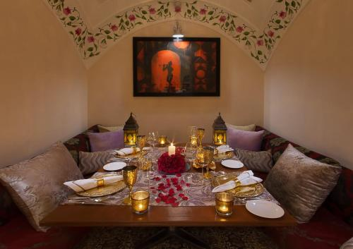 A restaurant or other place to eat at Jai Mahal Palace