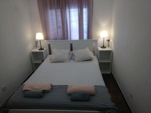 A bed or beds in a room at Oriente DNA Rooms