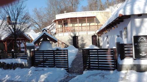 Zempléni Pitvaros Pihenő during the winter