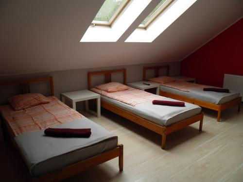 A bed or beds in a room at Marianki