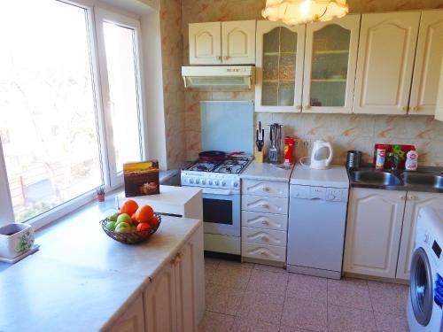 Кухня или мини-кухня в Apartment on Vorovskogo 19