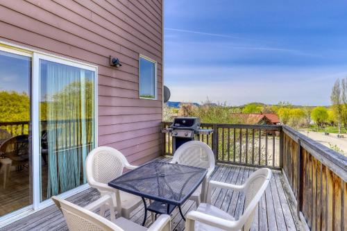 A balcony or terrace at Lakeview Villa #807