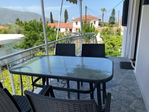 A balcony or terrace at Magdalini House