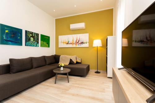 A seating area at Brand New Apartment in Klimno