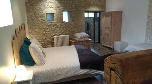 A bed or beds in a room at Auvergnat'Home