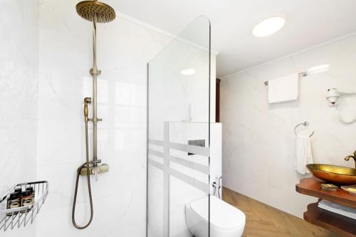 A for Art Hotel tesisinde bir banyo