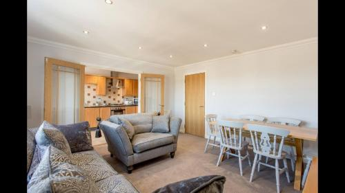 3 Bed With Parking in Super Cool Leith!