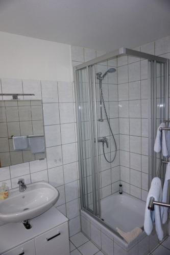 Ein Badezimmer in der Unterkunft Ferienwohnung Ballstrasse 28