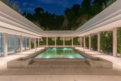 The swimming pool at or near Hotel Balneari Termes Orion