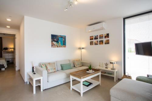 Uma área de estar em La Vista Luxury Apartment Jan Thiel