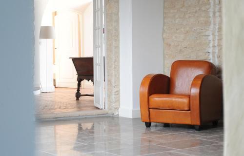 A seating area at Domaine de l'Enclos
