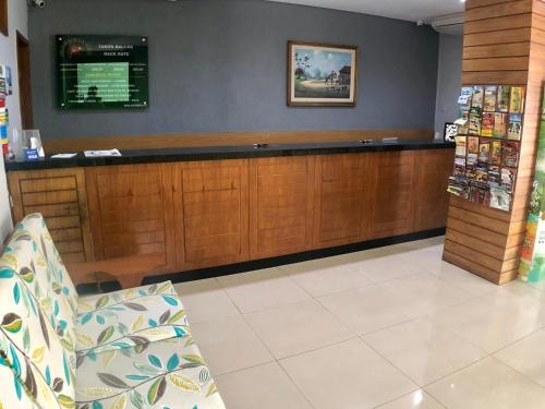The lobby or reception area at Abrolhos Praia Hotel