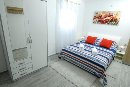A bed or beds in a room at Apartment Martedić