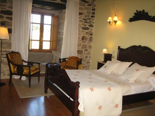 A bed or beds in a room at Pazo A Freiria