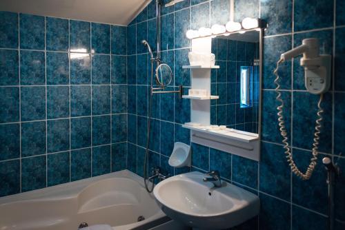 A bathroom at Hotel Onix