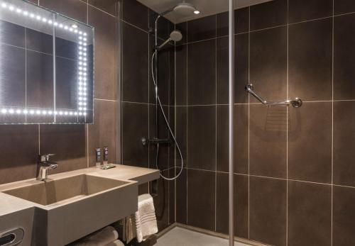 A bathroom at Novotel Stevenage