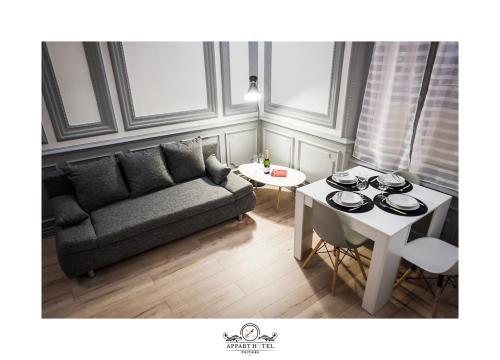 Coin salon dans l'établissement L'Impérial Poitiers (Wifi-Netflix)