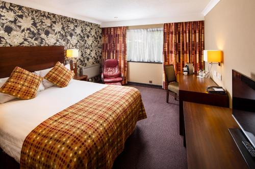 A bed or beds in a room at Mercure Livingston Hotel