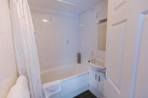 A bathroom at Bluebell House