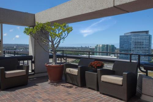 A balcony or terrace at Hotel Irvine