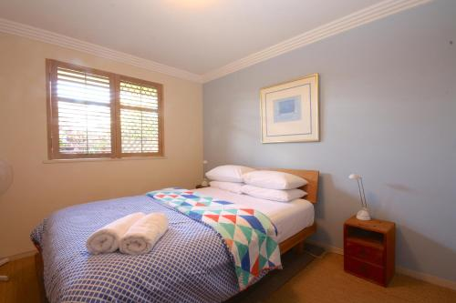 A bed or beds in a room at Byron Break