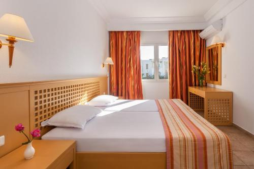 A bed or beds in a room at Le Corail Appart'Hotel Yasmine Hammamet