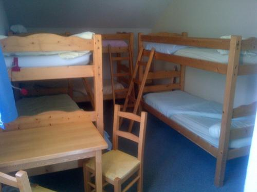 A bunk bed or bunk beds in a room at Gîte Le Rocher