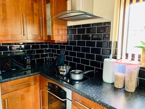 A kitchen or kitchenette at Housefield Stay