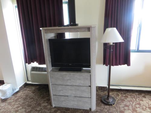 A television and/or entertainment center at Amber Inn Chicago