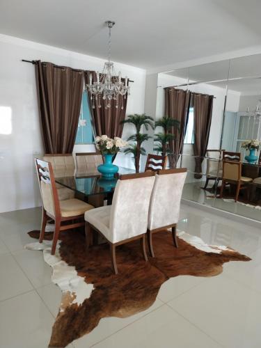 A seating area at Residência Cidade Verde 1