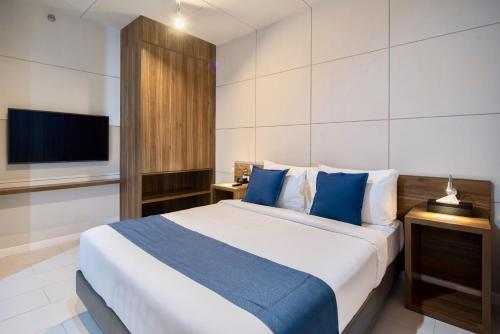 A bed or beds in a room at The Sphere Serviced Residences Managed by HII