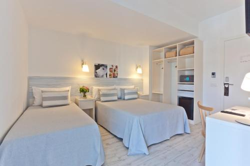 A bed or beds in a room at Hotel Pineda Splash