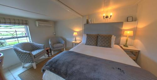 A bed or beds in a room at Chic Shack