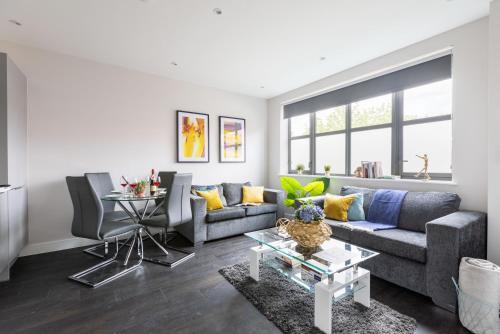 homely - Watford Premier Apartments (Warner Bros Studio)