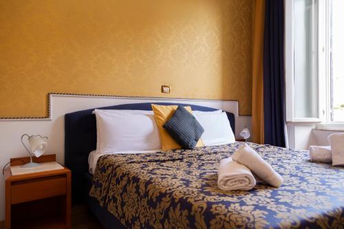 Uma cama ou camas num quarto em iH Hotels Piazza di Spagna View - Luxury Guest House