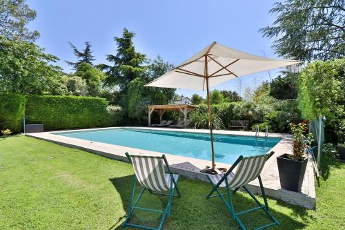 The swimming pool at or near Le Clos de St Paul