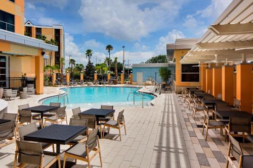 Der Swimmingpool an oder in der Nähe von Hyatt House across from Universal Orlando Resort