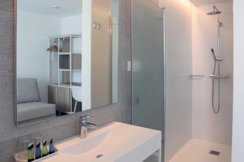 A bathroom at Rocatel