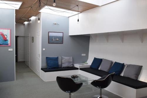 A seating area at Boathotel Rotterdam Wilhelmina