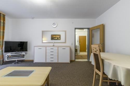 TV a/nebo společenská místnost v ubytování Privatapartment West-Hannover (5809)