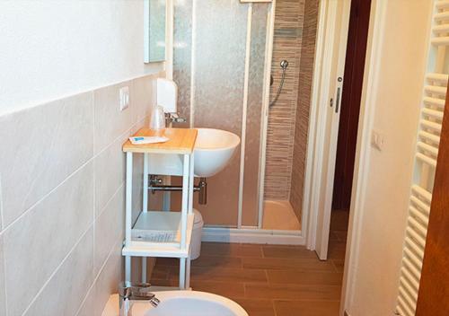 A bathroom at Hotel Villa Rita