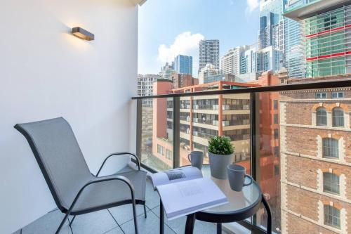 A balcony or terrace at Darling Harbour apt Nearby China Town
