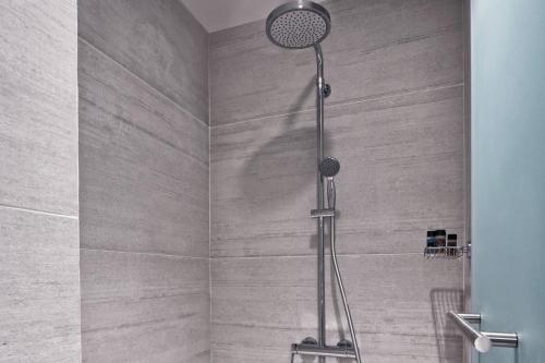 A bathroom at Hotel Achilleas