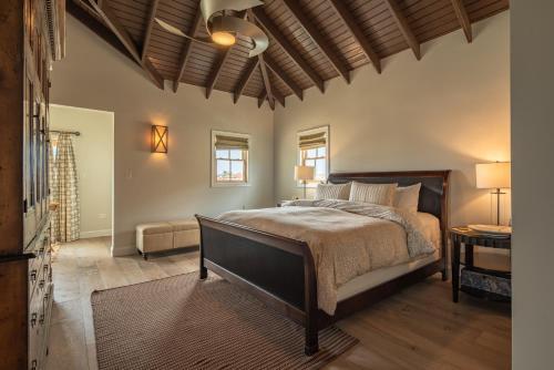Cama ou camas em um quarto em Lacolina Villa