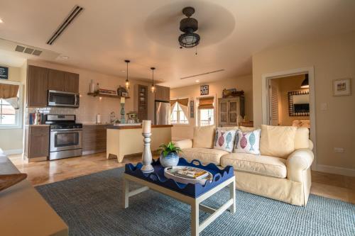 Uma área de estar em Lacolina Villa