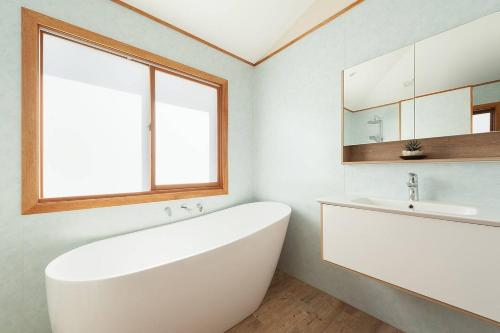 A bathroom at Sunny Family Beach House