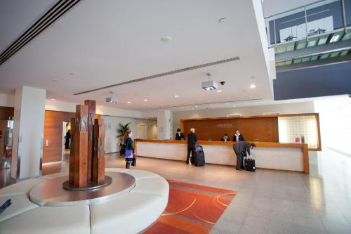 The lobby or reception area at PARKROYAL Melbourne Airport