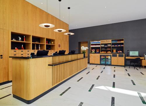 The lobby or reception area at Four Points by Sheraton Warsaw Mokotow