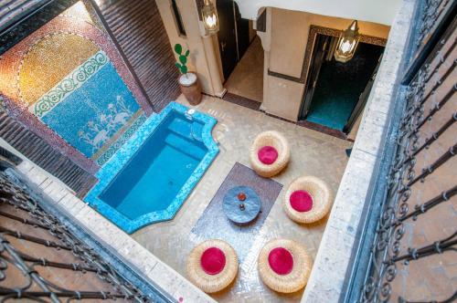 Vue sur la piscine de l'établissement RIAD BADISRIR ou sur une piscine à proximité